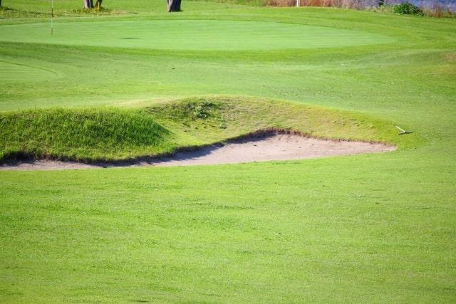 ウェッジはアプローチなどでピンに寄せるゴルフクラブ