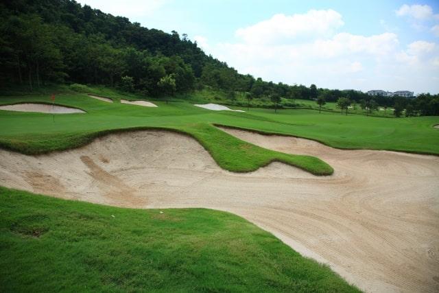 ゴルフ場のグリーン周りの画像